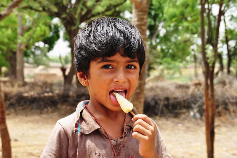 403 way to Merta. Peoples of desert in Rajasthan (2)