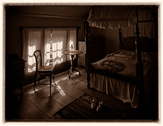 A-bedroom,-Stong-Family-2nd-House-BW,-Pioneer-Village,-Toronto,-September-2014_9200108_DXO