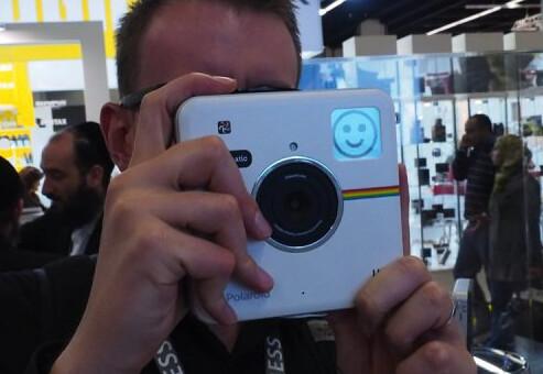 2014-09-22 15_38_36-Polaroid Socialmatic camera hands-on