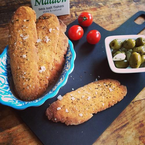 Crackers met Olijfolie en Gerookte Paprika by iamcookingwithlove.nl