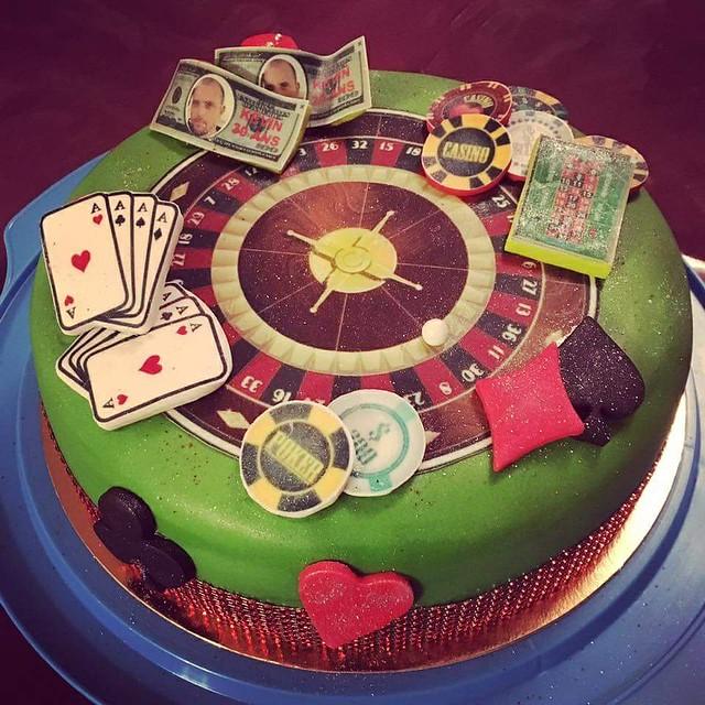 Cake by Alex Sansdra of CRÉA CAKE