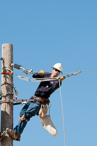 lineman_working5