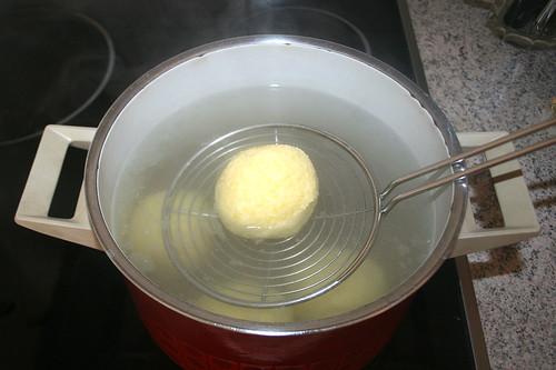 44 - Klöße kochen / Cook dumplings