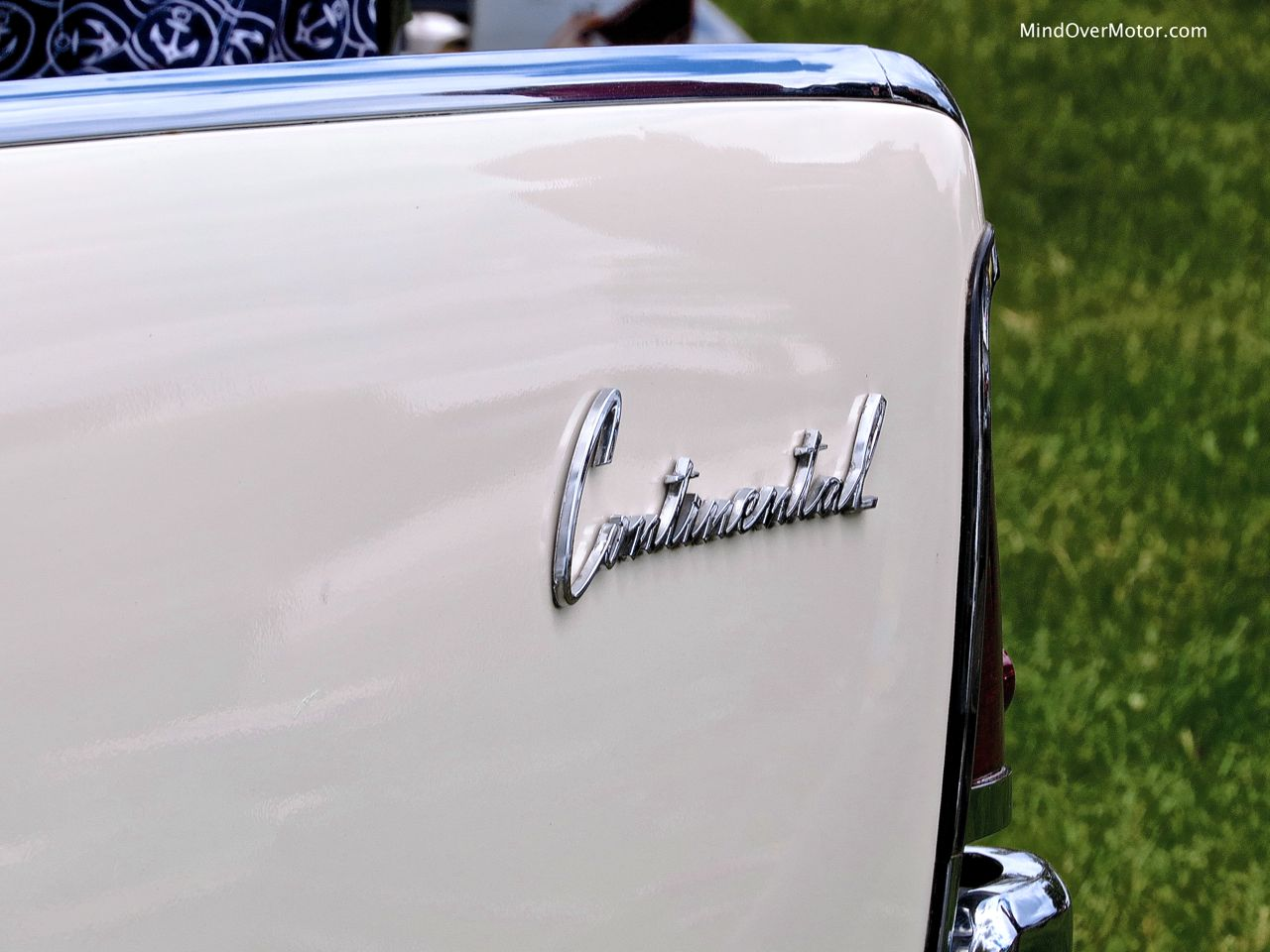 LIncoln Continental Sedan Rear Badge