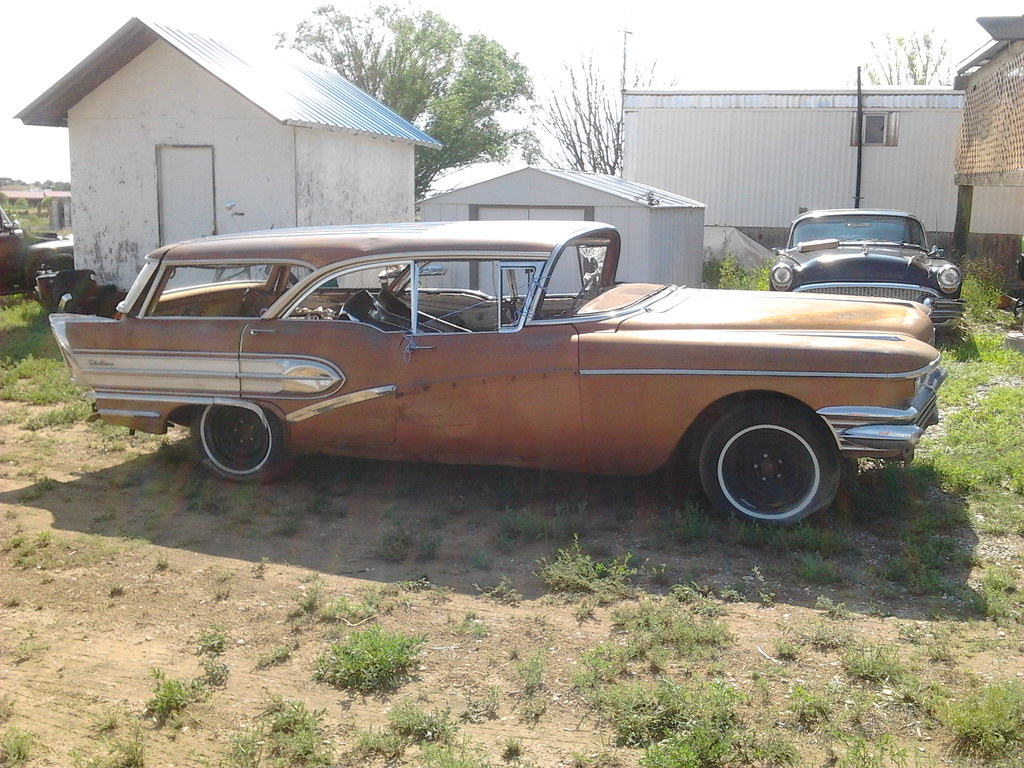 It's a Buick, but it's not something you see very often. Caballero!  14729546285_dfd1c29c67_b
