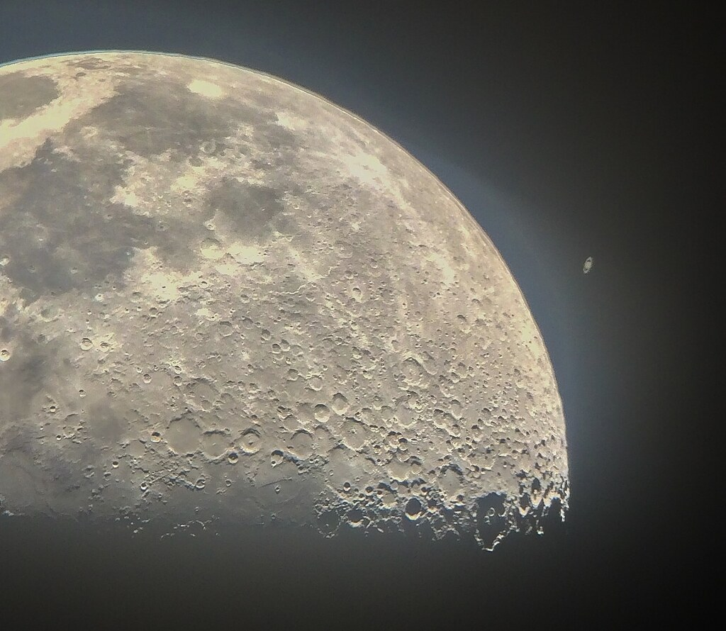 iPhone Moon / Saturn