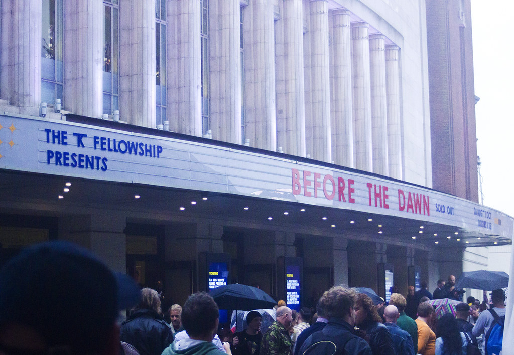 kate bush hammersmith apollo 2014 outside before the dawn queues opening night