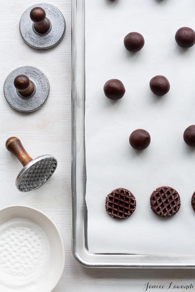 Stamping cookies | Janice Lawandi @ kitchen heals soul