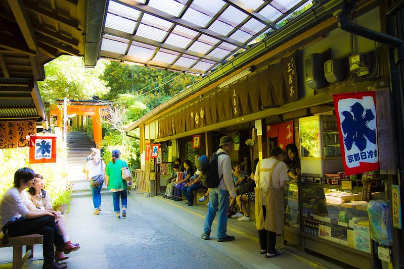 伏見稲荷大社(Fushimiinaritaisha (in Kyoto))73