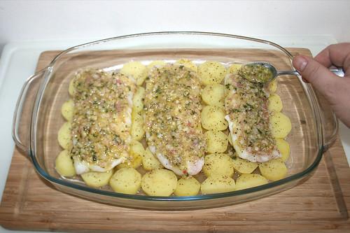28 - Fischfilets mit Butter-Schalotten-Mischung bestreichen / Spread fish filets with butter-shallot-mix