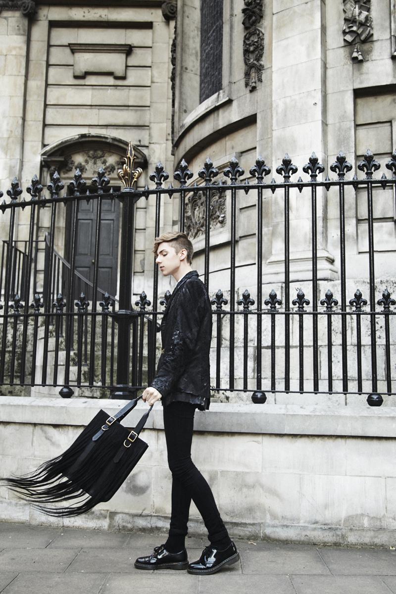 Mikkoputtonen_fashionblogger_londonfashionweek_LFW_day1_outfit_tnbpclothing_daniellefoster_drmartens_3_web