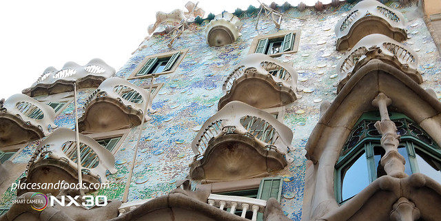 barcelona casa batllo building colours