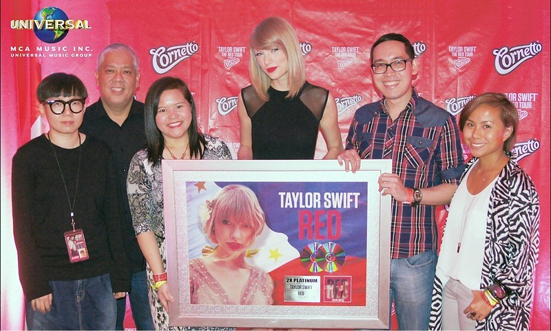 Taylor Swift 2X Platinum Plaque Presentation for RED Album_MCA MUSIC 2_low res with names