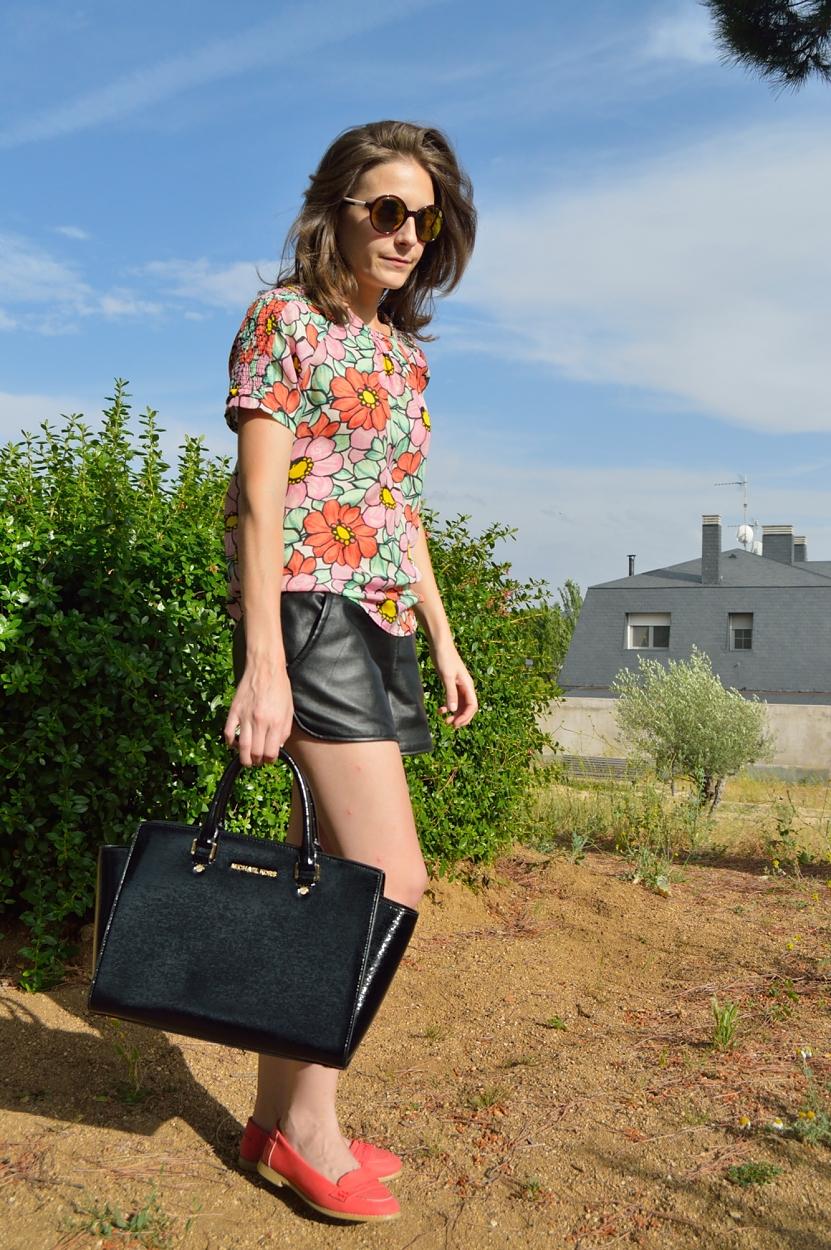 lara-vazquez-madlula-blog-style-flowers-black-details