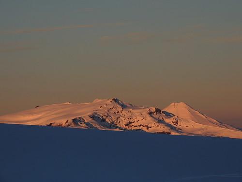 chile sunset ski volcano cloudy andes invierno sierranevada cordillera skitour esquí volcán volcanoe randonné chilecentral regióndelaaraucanía volcánllaima