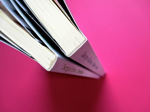 Romanzi, collana di Tunué edizioni. Progetto grafico di Tomomot; impaginazione di TunuéLab. Tagli superiori, dorsi [Peter, Barison] (part.), 1