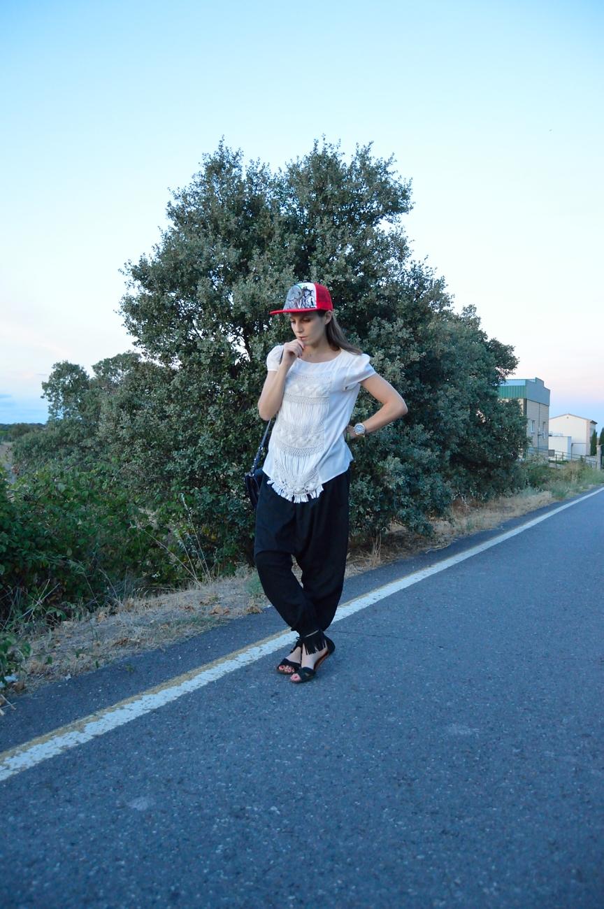 lara-vazquez-mad-lula-style-streetstyle-pop-of-red-cap