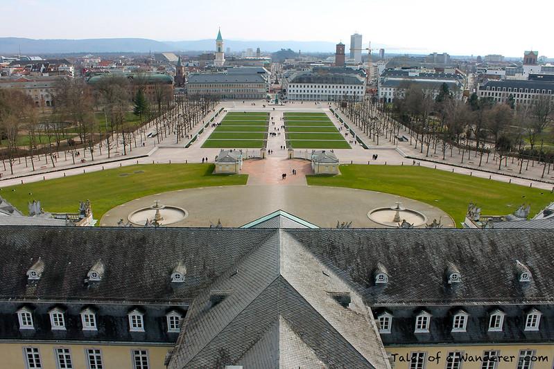 KARLSRUHE - Karlsruher Schloss - Schlossplatz