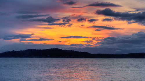 sunset landscape pugetsound water pacificnorthwest westseattle canoneos5dmarkiii canonef100400mmf4556lisusm mountains scenic clouds cloudy washington johnwestrock
