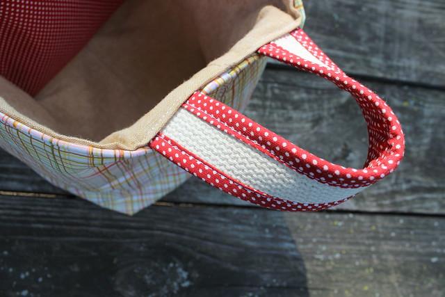 Divided basket, handle detail