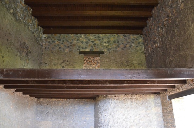 The upper floor in the House of the Ship Europa, Pompeii
