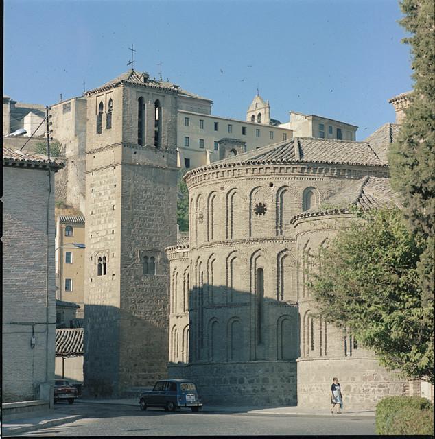 Santiago del Arrabal en los años 60. Fotografía de Francesc Catalá Roca © Arxiu Fotogràfic de l'Arxiu Històric del Col·legi d'Arquitectes de Catalunya. Signatura B_39199_3509