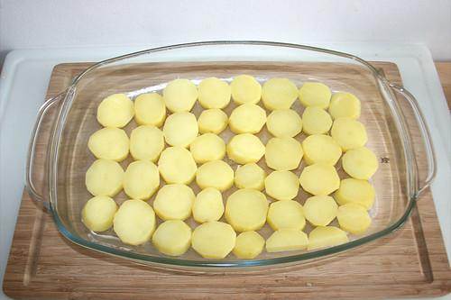 22 - Kartoffelscheiben hinein legen / Put in potato slices