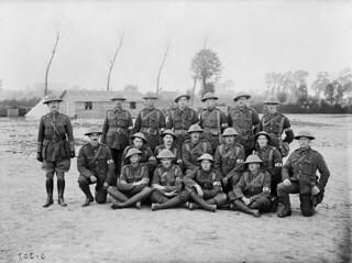 Stretcher bearers of the 2nd Battalion, Canadian Expeditionary Force, at Scottish Lines... / Brancardiers du 2e bataillon, Corps expéditionnaire canadien, sur les lignes écossaises près de Poperinhge...