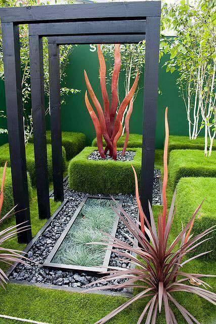 13 Vibrant Small Garden to Inspire You