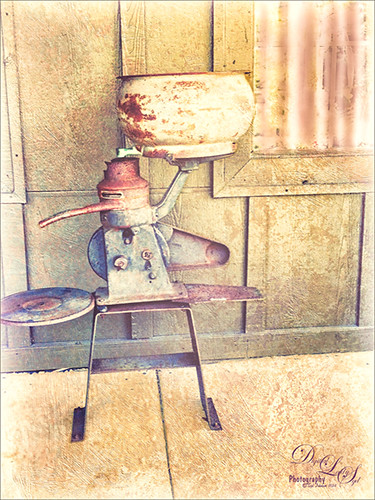 Image of a vintage Cream Separator