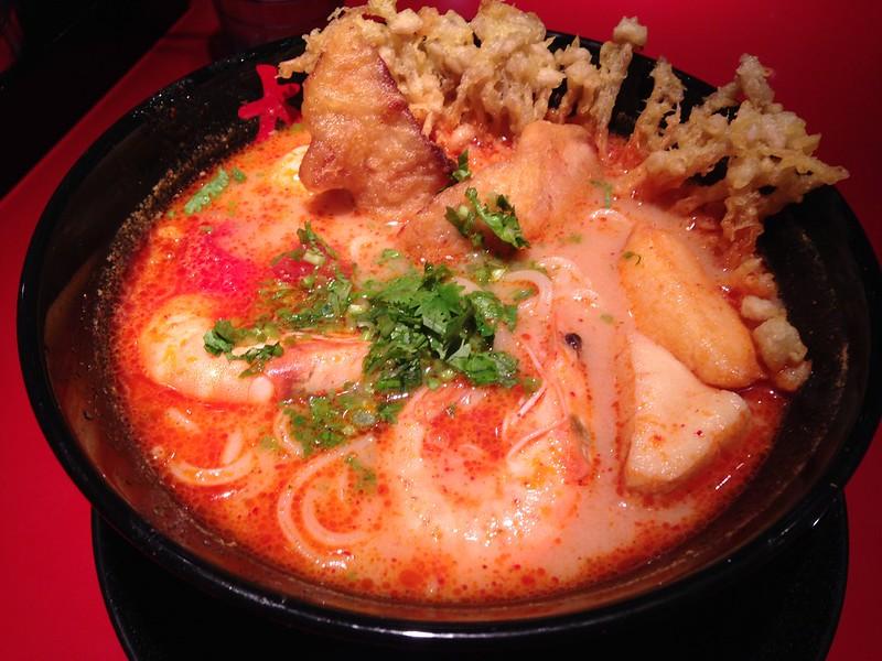 """一個人的晚餐嚐鮮去,台北阪急B2美食街""""大心新泰式麵食""""(Very Thai Noodles)"""