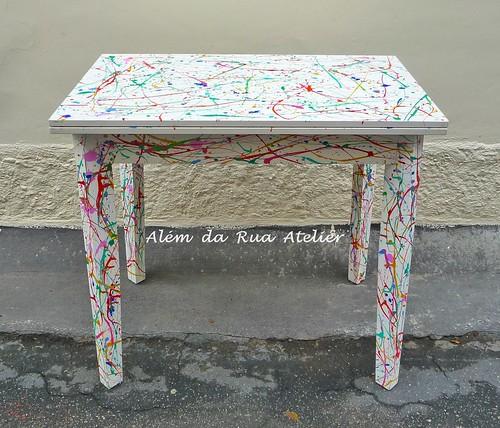 Mesa pintada à mão