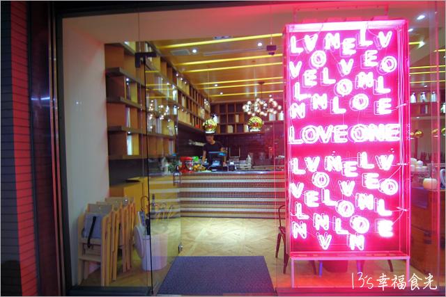 【台中下午茶推薦】台中樂昂咖啡逢甲店Love One Cafe~蝴蝶結蜜糖吐司美味推薦!《13食記》【台中下午茶推薦】台中樂昂咖啡逢甲店Love One Cafe~蝴蝶結蜜糖吐司美味推薦!《13遊記》【台中逢甲】Love One Cafe 樂昂咖啡‧台中複合式咖啡館《13遊記》【台中逢甲】Love One Cafe 樂昂咖啡‧台中複合式咖啡館《13遊記》