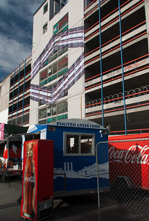 Christchurch Arts Centre 在 基督城 附近 的形象. newzealand christchurch sky plants streetart colour art architecture clouds buildings advertising mural shadows foodvan restartmall carparkingbuilding mikehewsonopticalillusioninstallation