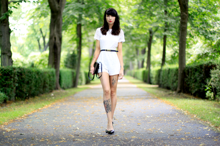 AX Paris white lace short playsuit kaviar gauche inspired chic fashion week berlin outfit ootd fashion blogger Ricarda Schernus CATS & DOGS blog 6