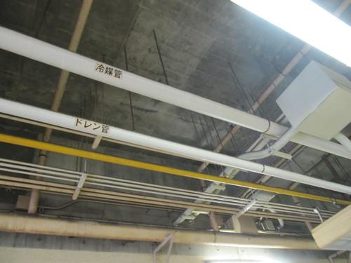 佐賀競馬場スタンドの配管