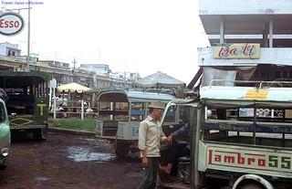 Vinh Long 1972 - Chợ Long Châu. Photo by Gene Whitmer
