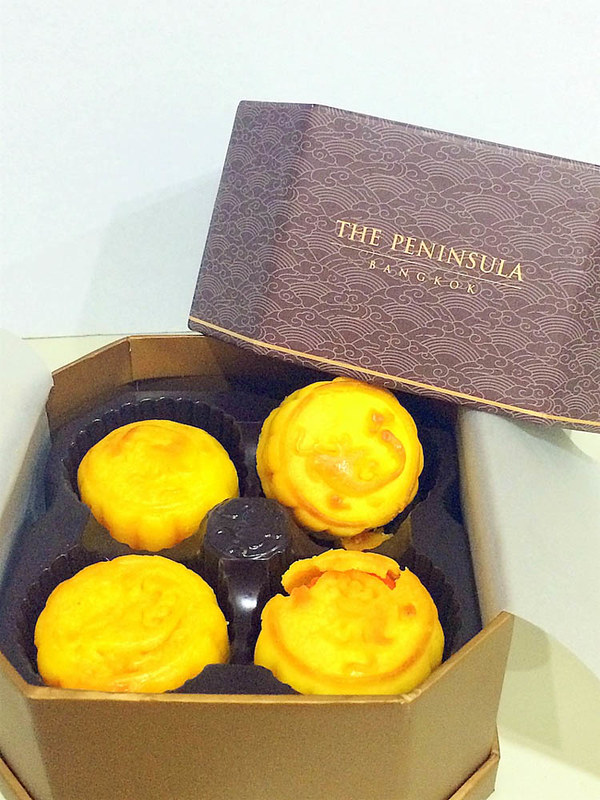Egg Custard Mooncakes from The Peninsular Hong Kong-001