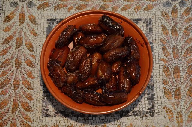 Dulcia domestica (stuffed dates)