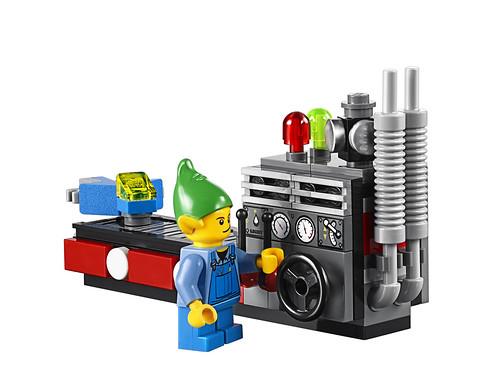 LEGO 10245 Santa's Workshop 15