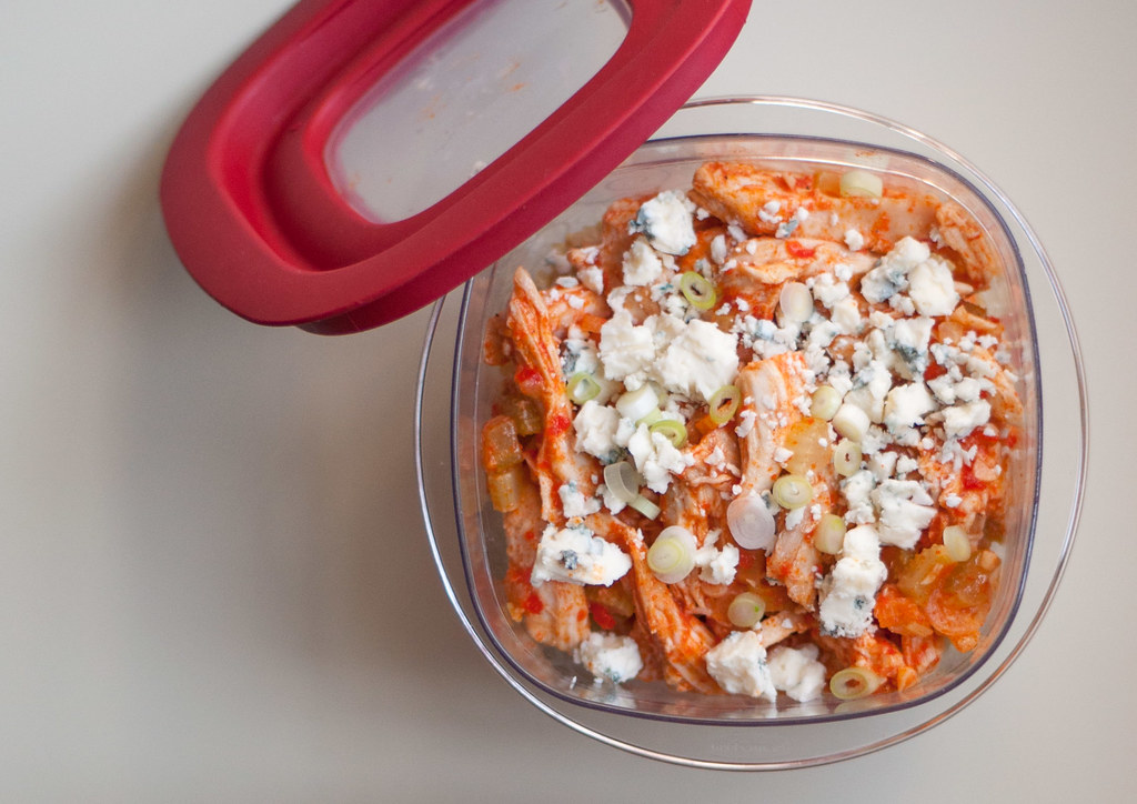 Buffalo chicken bowl with lid