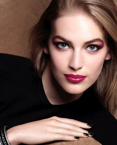 Chanel-Fall-2014-makeup_collection-Etats-Poetiques-450x555