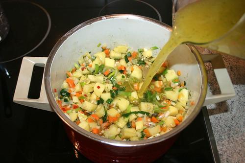 37 - Gemüsebrühe aufgießen / Drain vegetable stock