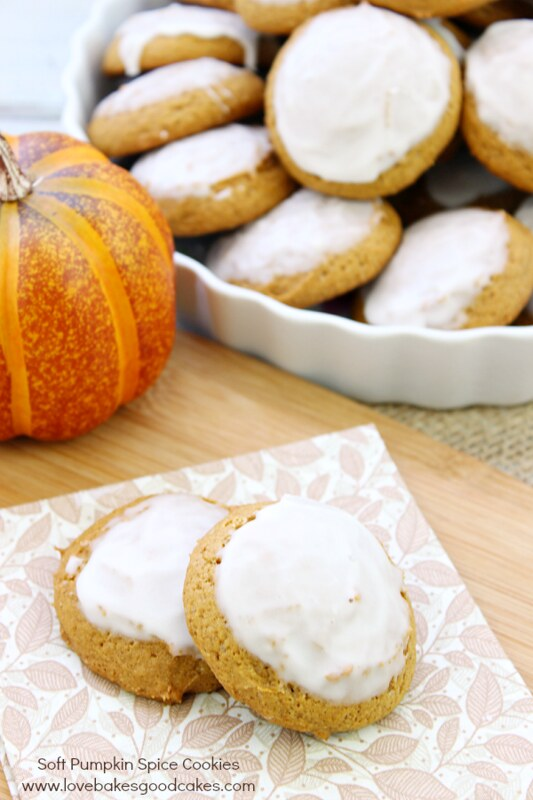 Full of pumpkin and spice, these Soft Pumpkin Spice Cookies are perfect for Fall baking and sharing! Easy to make! #‎lorannobc14 #pumpkin