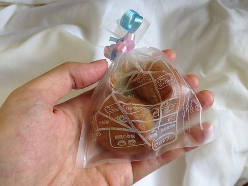 娘が病院に持ってきてくれた綱島の地図が描かれたお菓子