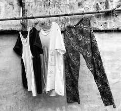 People hang out clothes to dry in the alleys if Kemang. There are nails in the walls, then a string or a bamboo stick is enough to put the clothes to dry. The air is less polluted in these alleys and clothes dry very quickly #streetphotography #jakarta #i