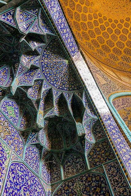 Muqarnas of Sheikh Lotfollah mosque, Isfahan イスファハン、マスジェデ・シェイフ・ロトゥフォッラーのムカルナス装飾