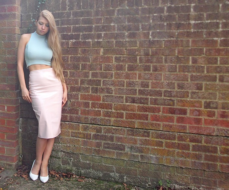 Missguided, PVC, Vinyl, Pleather, Leather, Patent, Shiny, Pencil Skirt, High Waisted, Pastel, Curve Hem, White Shoes, UK Fashion Blog, London Style Blogger, Sam Muses, How to Wear, Outfit Inspiration, Styling Ideas