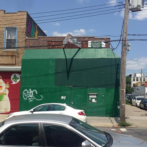 Che-Man erased by corporate entity that seemingly supports Racism, Imperialism, Fascism and Terrorism. This building on the corner of Troutman and Wyckoff and its owners also do not support @thebushwickcollective! It's to bad that they are not willing to e