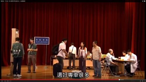 台灣核災宣導短片說,載民眾到收容站的「專車很多」;另外,連檢查輻射污染的人也沒有穿防護衣,跟國外不一樣。